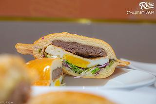 bready banh mi tuoi - burger dia bay - tran quoc toan