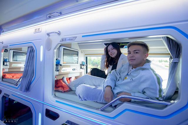 moi khai truong xe limousine giuong doi danh rieng cho couple vi vu da lat: sang-xin-min nhu khach san 5 sao  - anh 1