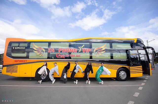 moi khai truong xe limousine giuong doi danh rieng cho couple vi vu da lat: sang-xin-min nhu khach san 5 sao  - anh 16