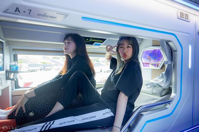 moi khai truong xe limousine giuong doi danh rieng cho couple vi vu da lat: sang-xin-min nhu khach san 5 sao  - anh 14