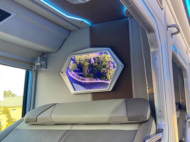 moi khai truong xe limousine giuong doi danh rieng cho couple vi vu da lat: sang-xin-min nhu khach san 5 sao  - anh 11