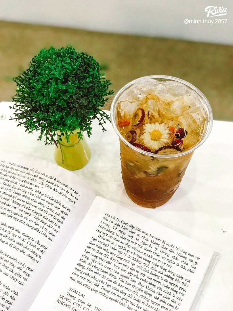 cafe sach chi danh rieng cho couple - chong chi dinh may dua fa  - anh 1