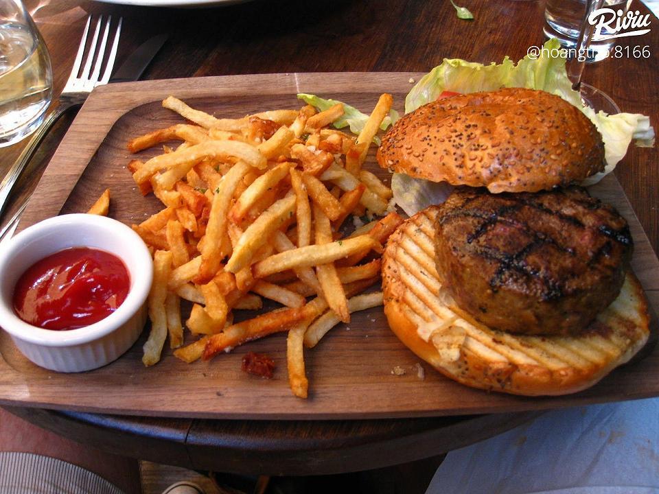 cua hang thuc an nhanh burger tien loi - anh 1