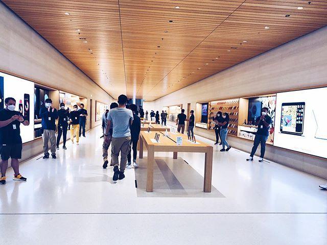 sau bao ngay cho doi, apple store ''noi tren mat nuoc'' chinh thuc khai truong khien fans dung ngoi khong yen - anh 17