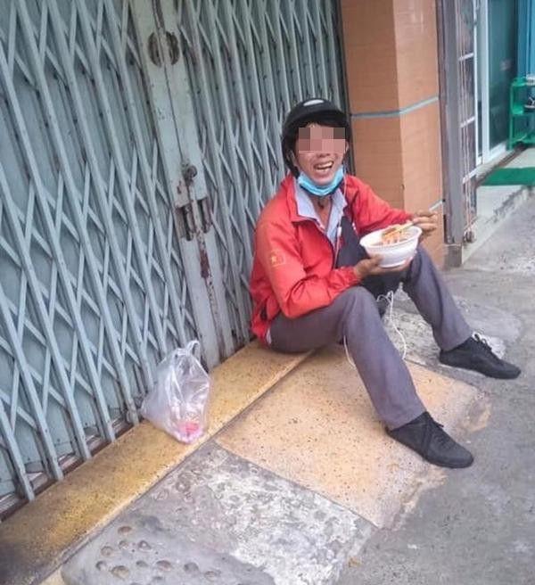 thuong lam phan shipper bi boom hang: co ngay uong 5 ly tra sua, an 2 noi lau, co gang de khong that nghiep - anh 4