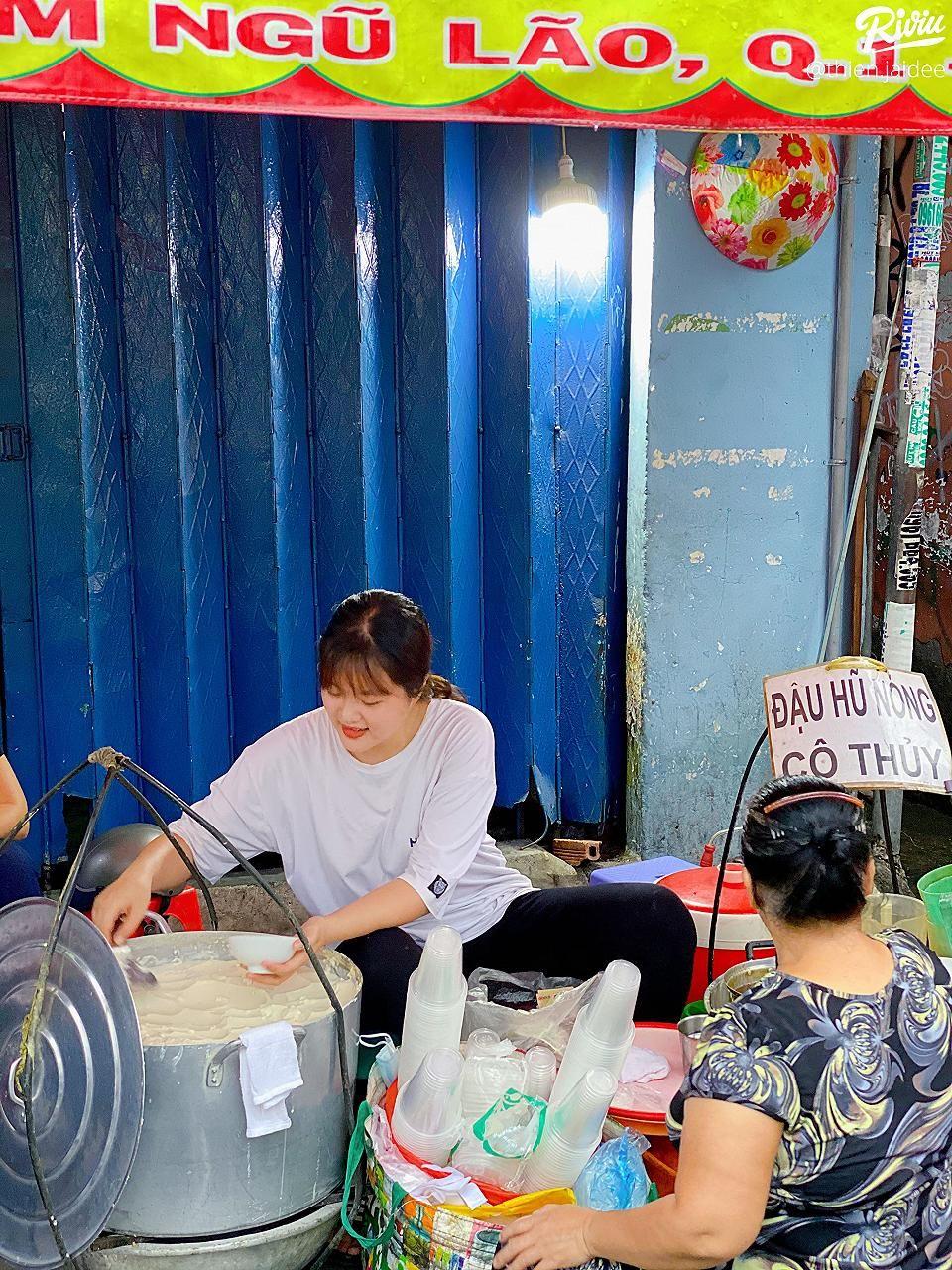 "co be ban tau hu ""hot nhat bui vien"" khoc nuc no vi duoc truong giang hua cho lam quan ly homestay  - anh 2"